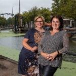 Foto van Janet en Petra op de Lange Haven